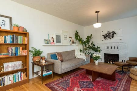 Light + Bright Artist's Room in FoPo - Portland - House