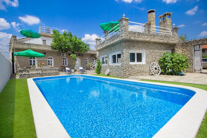 Stone Ship - 15 min from Vodice (heated pool)