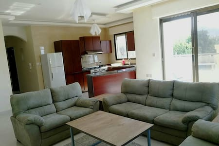 Aqaba Apt 10 min walk to downtown. great location