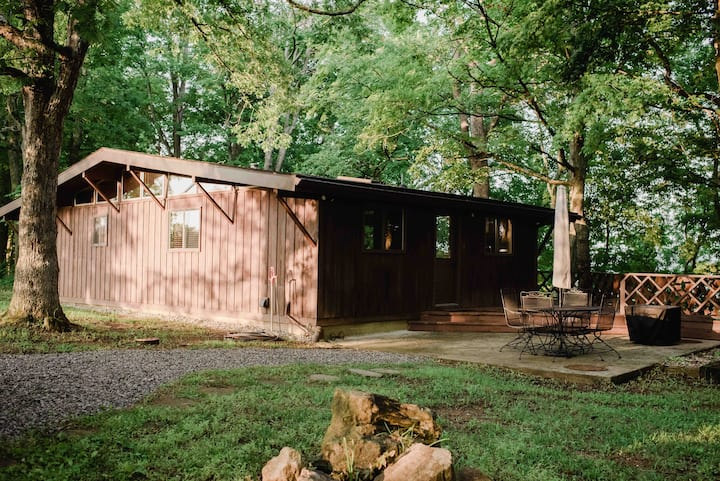 Brushcreek Retreat - Adams County Cabin