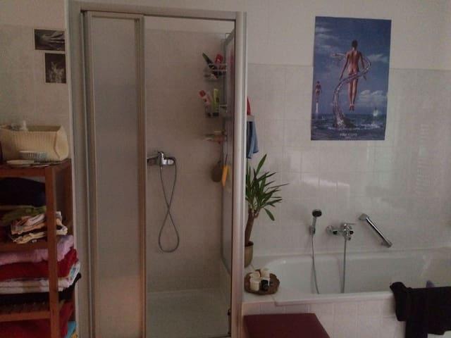 Gemütliches  16qm-Zimmer in 2er-WG nahe am Zentrum - Jena - Apartemen
