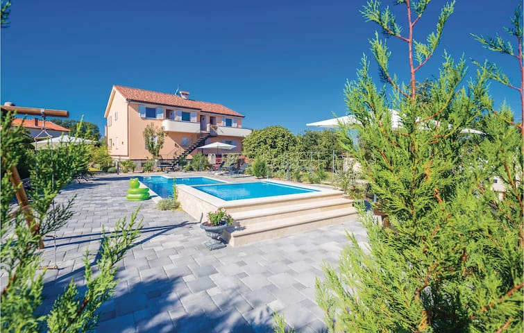 Holiday apartment with 1 bedroom on 38 m² in Krk