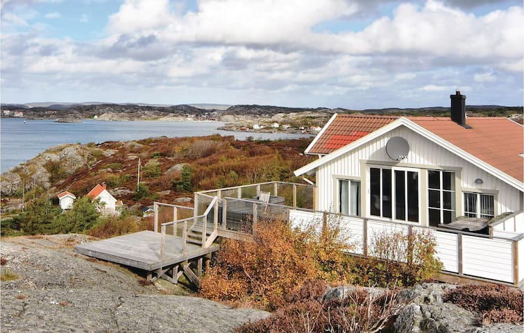 Holiday cottage with 5 bedrooms on 170 m² in Kyrkesund