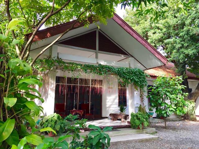 Ndalem Rahayu Homestay - Surakarta