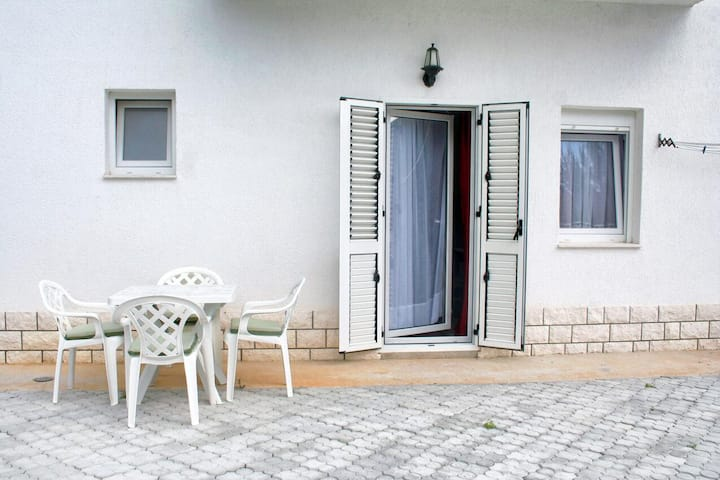 One bedroom apartment with terrace Rogoznica (A-4162-k)
