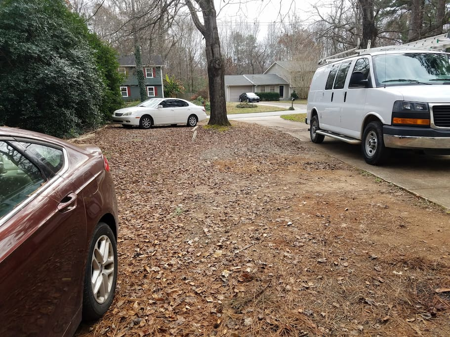 Multiple cars and trailer parking