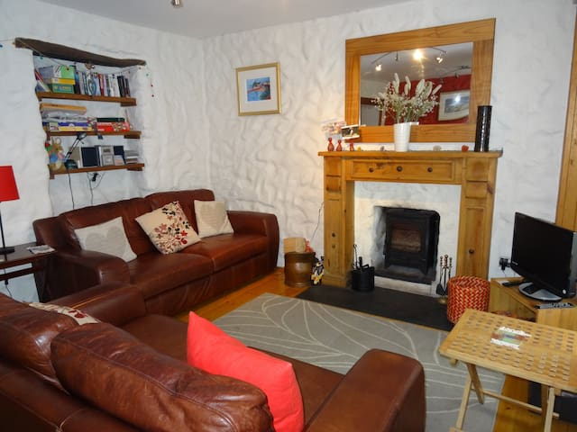 Pembrokeshire 200 year old cosy character cottage.