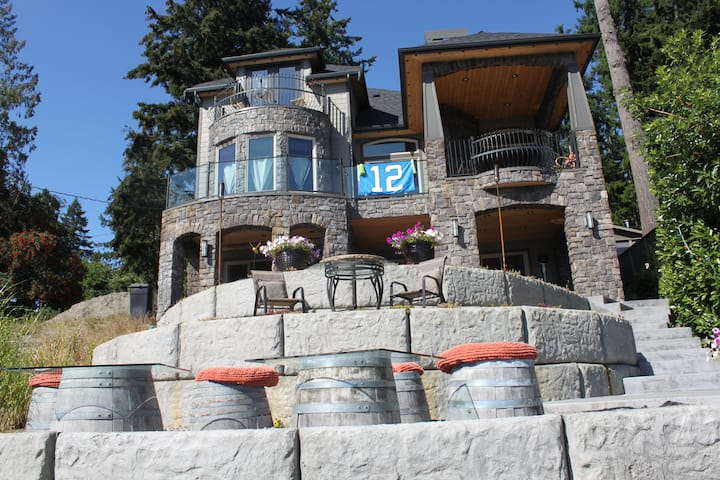 Lake Front Custom Villa Lake View Balcony Suites!