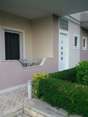 Studio  in Villa with garden and space - Sarandë - Appartement