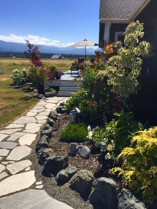 Your pathway to cozy accommodations for your Olympic Peninsula getaway.