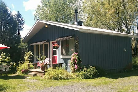 4 season cottage located on small private estate.