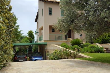 Penelope's Villa, 200 sq.m in Kineta Attikis - Kineta