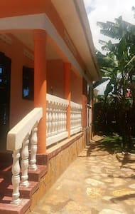 Beautiful 2 bedroom gated, bright and airy house - Kampala - Dom