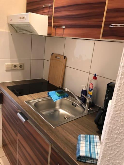 Kleine Küche, mit allem was man zum kochen benötigt!
