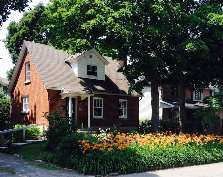 Charming 2BR+ house in Westboro, Ottawa.