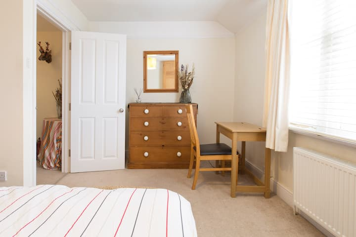 Boutique Stay in beautiful Front Double Bedroom