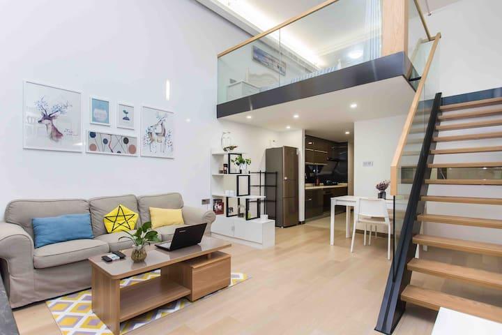 「非睡不可」住这家 壹海城 临海超大落地窗loft 现代简奢风格 近大小梅沙