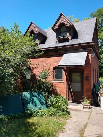 Hideaway House near downtown GR. 30+ day stay