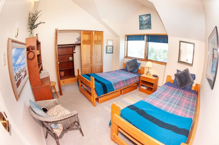 Caribou Room - 2 twin beds