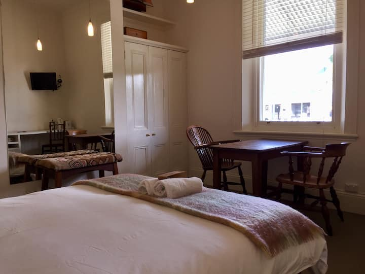 RODONDO Queen Room 2