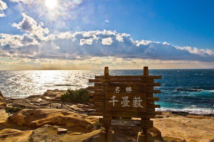 千畳敷で太平洋の風を感じてください(車で12分ほど)/Senjojiki is the best place to feel the wind from the Pacific Ocean! (12 min by car)