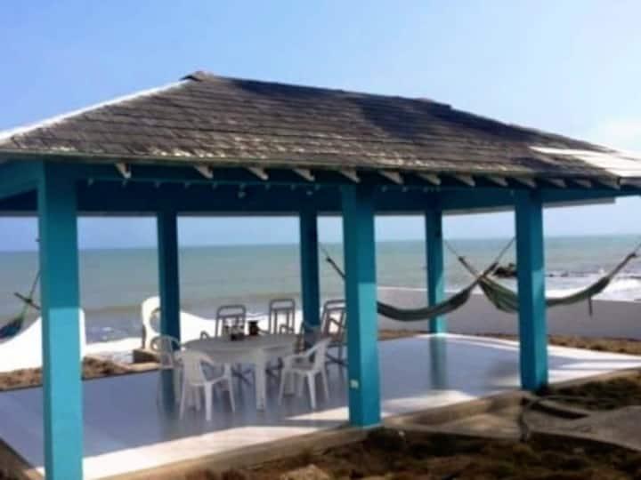 Cabaña frente al mar en San Bernardo Del Viento