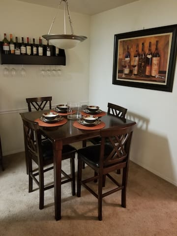 Eat in kitchen/ dining space