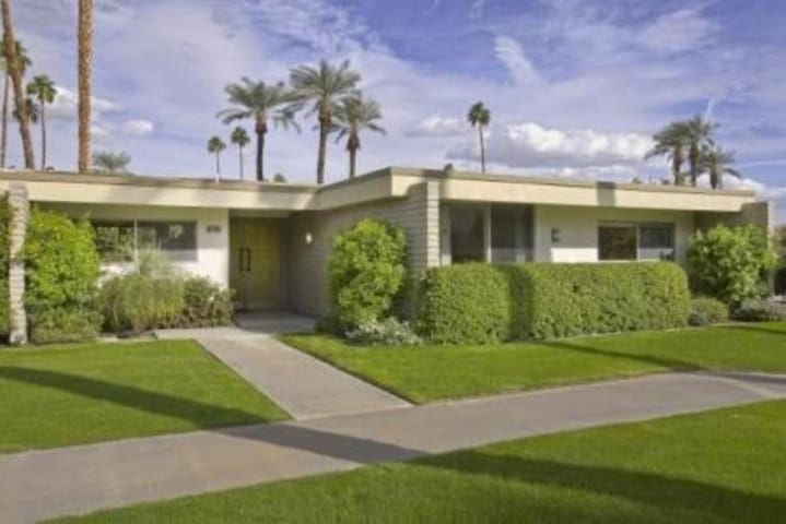 Indian Wells - Mid Century Modern 3 Bedroom Home