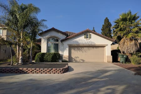 Spacious House in Camarillo CA. - 卡马里奥(Camarillo) - 独立屋