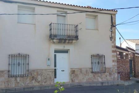Casa rural de 6 dormitorios. - Arboleas
