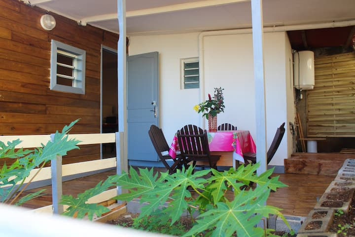 House with one bedroom in Petite Île, with wonderful sea view, furnished garden and WiFi - 2 km from the beach