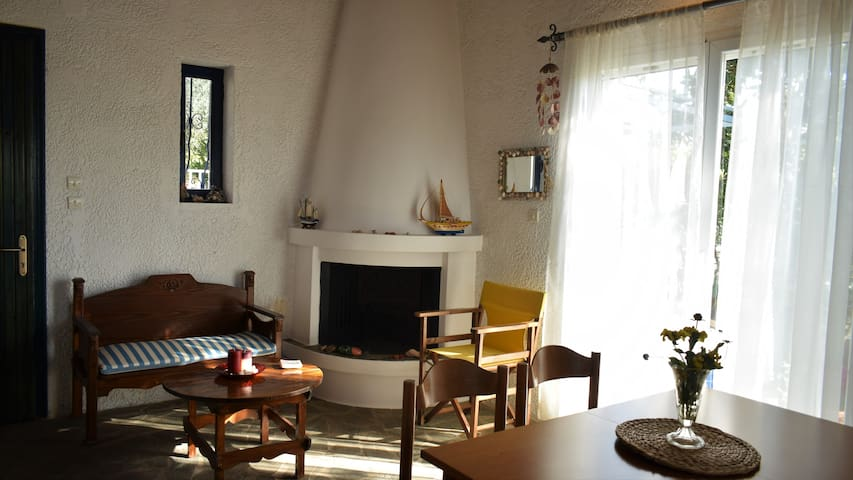 Family Cottage garden relaxation - Mikra Mantinia - House