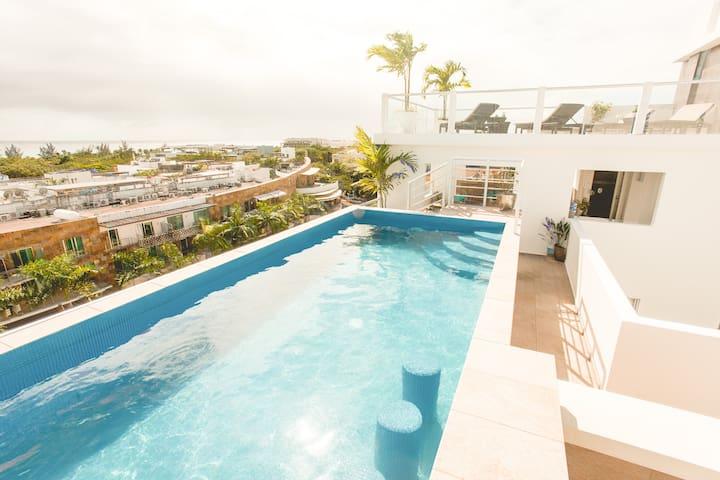 Perfect Pool Paradise - Walk to Beach/Shopping