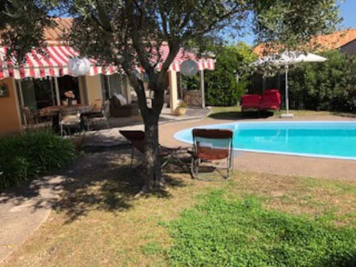 Jolie villa avec piscine, à 800 mètres de l'océan.