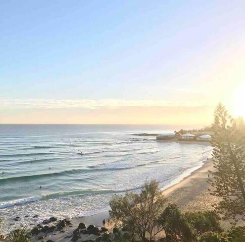 Humble beach shack, 1 minute walk to the ocean!