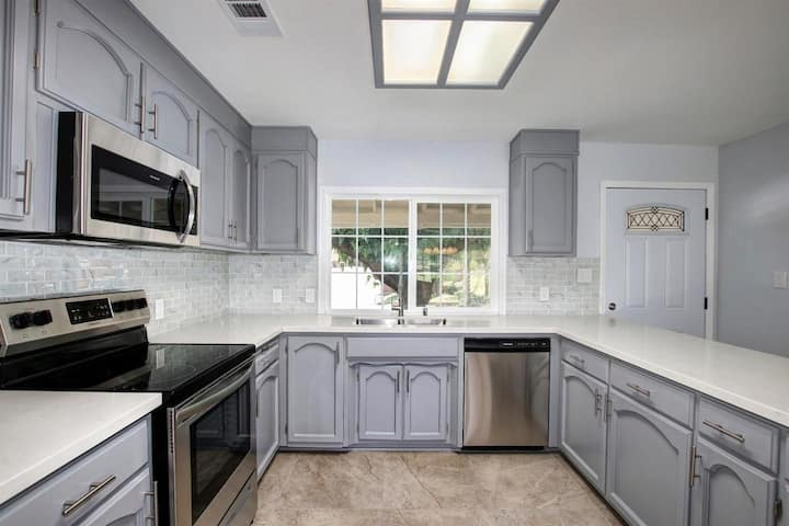 Full House Remodeled Citrus Heights Getaway!