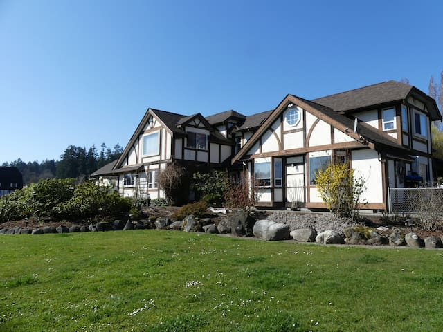 Linden Glen -A lovely country home on 5 acres