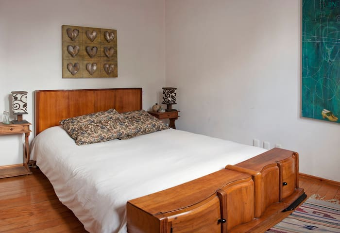 CONDESA beautiful private room. - Mexiko-Stadt - Bed & Breakfast