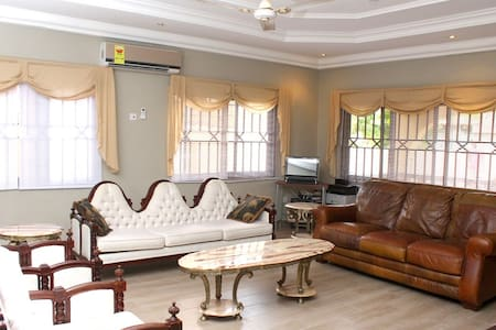 Rose Leat Elegant Bed & Breakfast - Accra - Ξενώνας