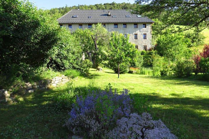 Appartement de charme (85 m2) avec jardin et cave