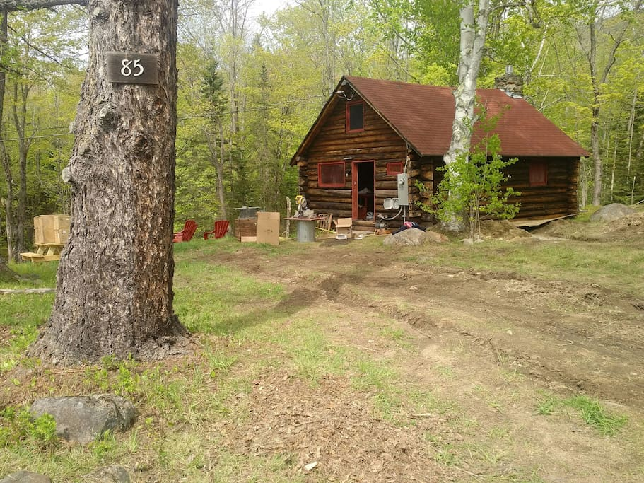 Private, cozy, wooded setting.  Babbling book sets a relaxing sitting while having coffee on the picnic table, or cooking on the grill