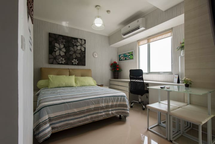 Queen size comfy bed with spacious workspace table and dining table