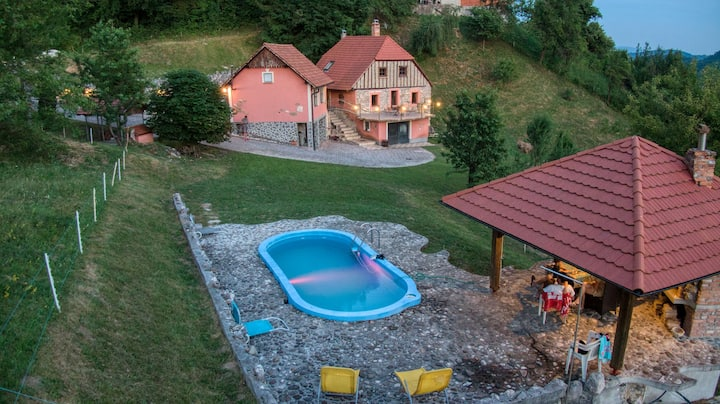 Country side vintage house with swimming pool,saun