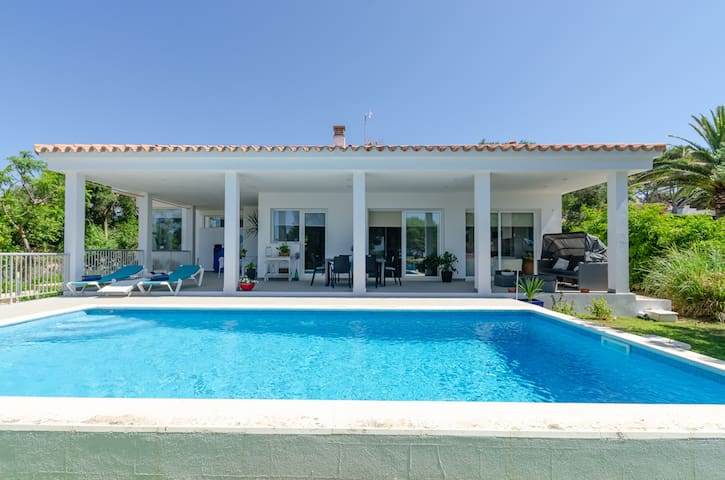 Beautiful Villa Abril with Pool, Air Conditioning, Wi-Fi & Terraces; Parking available