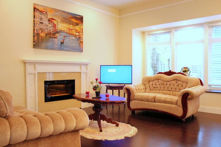 BRAND NEW LUXURY 3 BR+2.5 BH+PATIO TOWNHOUSE! - Vancouver - Townhouse