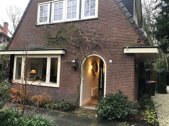 Hofje: modern, warm gastenhuis dichtbij Amsterdam