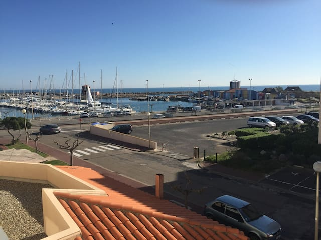 Joli appartement avec vue sur la mer et port WIFI