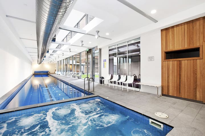 Master br in luxury CBD apartment- wifi/pool/gym! - Melbourne - Leilighet