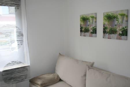 Sehr schöne Erdgeschosswohnung in zentraler Lage - Plochingen - Condomínio