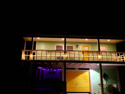 The Electric Sunset |2 BR| by the bay